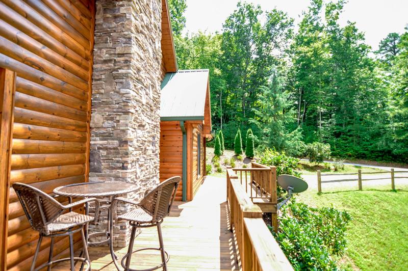 Cabin Rental in Hiawassee Side Porch