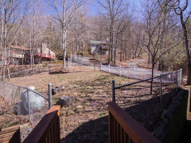 Mountain Drive Fenced Yard